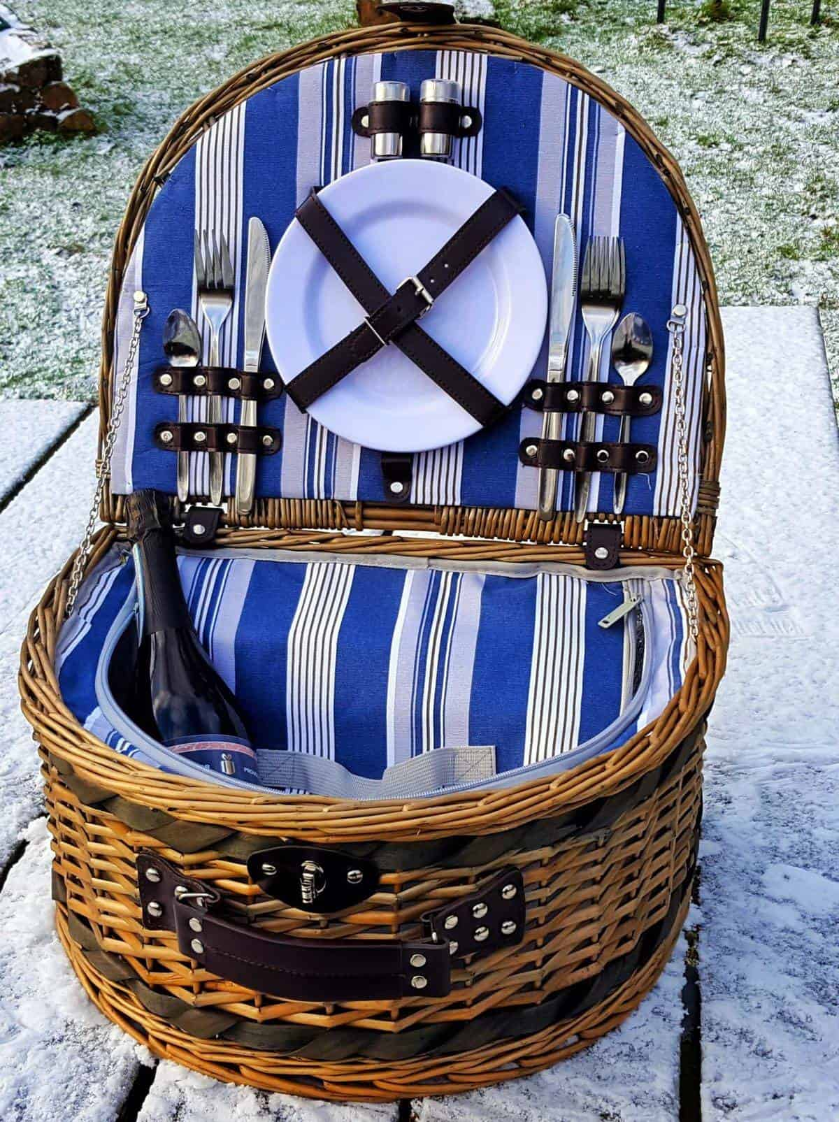 Prezzybox Valentine's day competition - review of luxury picnic hamper and personalised Prosecco