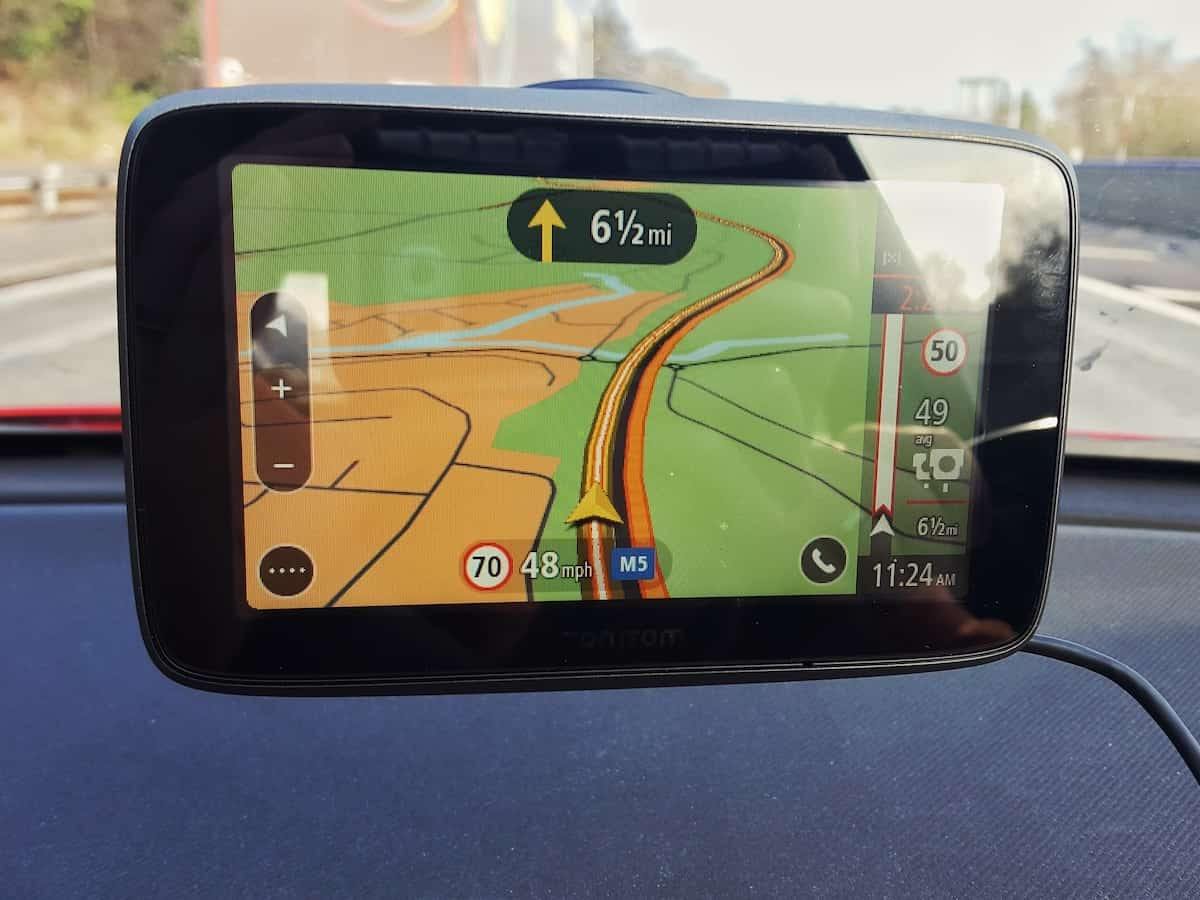 A review of the TomTom Go 5200 World Sat Nav. This is a sat nav that will literally last you for life. It automatically updates its maps around the world by connecting to wifi, so yo don't even have to plug it into the computer. It gives automatic travel updates so you know what the traffic is like and what's more, it is totally reliable as it's made by TomTom.