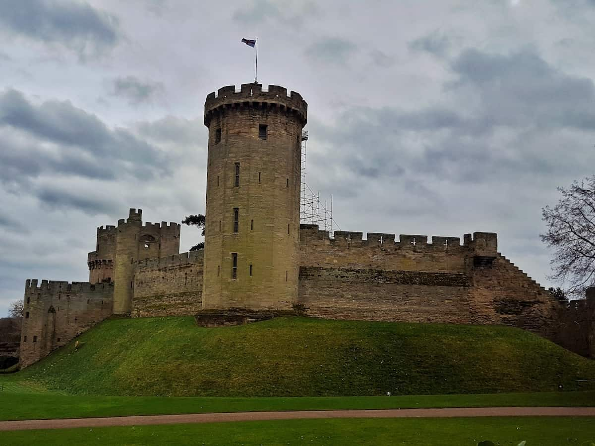 Warwick Castle in Warwick, West Midlands is a brilliant day out for both adults and children. There is so much there that you need to plan your day so this post aims to let you know the activities, shows and events that are available. This is an educational, interactive day out that kids will love and they won't even realise how much they're learning about history. This is a Merlin attraction.