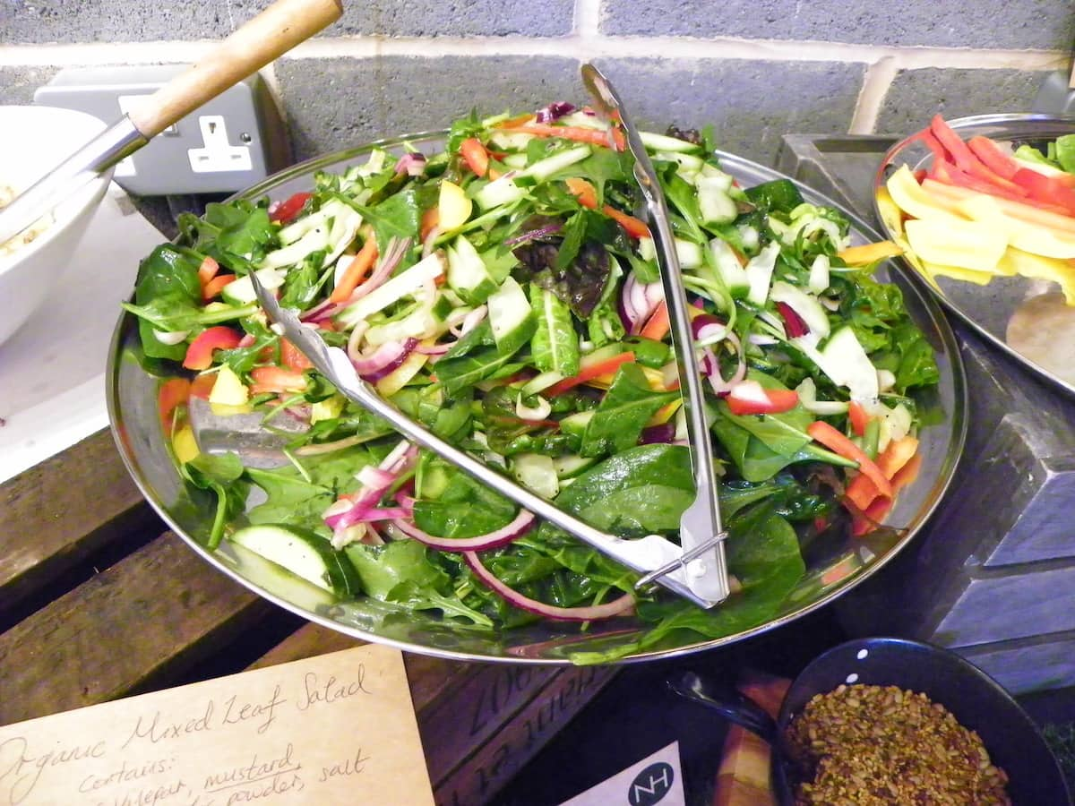 Natural healthy foods is a brand new vegan eatery in Birmingham, West Midlands. All their food is free from gluten and refined sugar and everything is natural and organic. The flavours in the food are incredible and they serve a range of regular, herbal, matcha and kombucha teas as well as coffee and soft drinks. The desserts are second to none and they don't contain any refined sugar or other nasties.