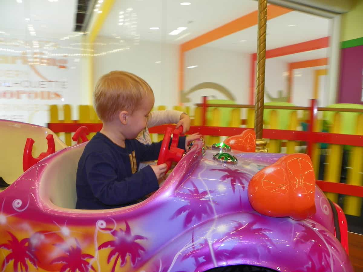 Kingfisher shopping centre Redditch with children