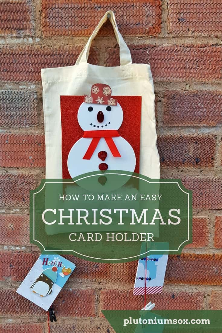 Christmas card holder | Display Christmas cards the easy way with this no-stick easy Christmas card holder. You will only need craft materials that are easy to get hold of and this is a home-made Christmas craft that children can easily get involved with. Keep your Christmas cards safe and tidy this Christmas. #Christmas #ChristmasCards #Handmade