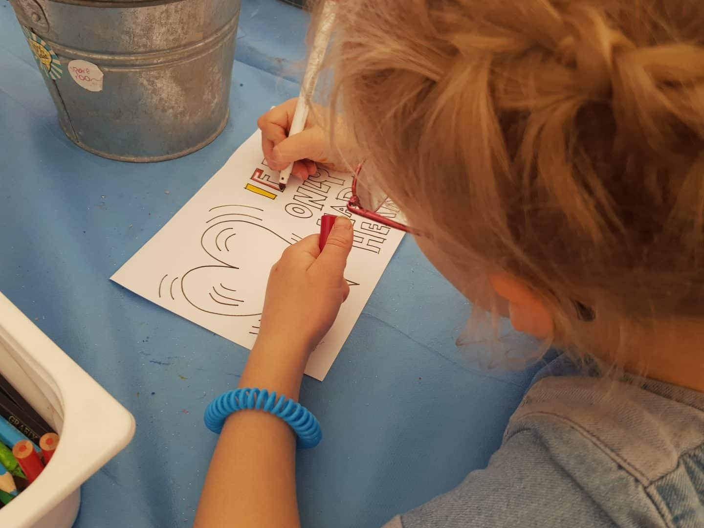 girl colouring at Nozstock