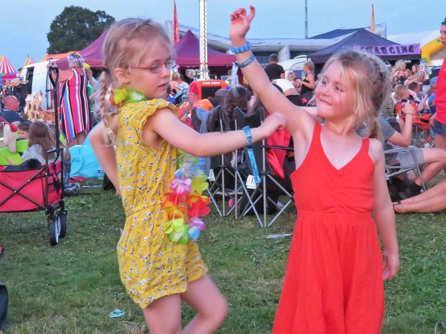 two girls dancing at sunshine festival 2019