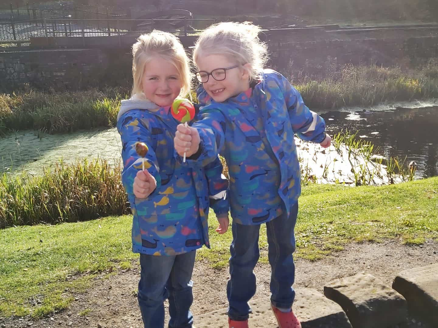 children-with-lollies