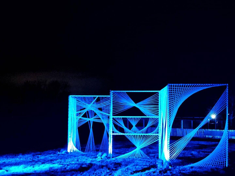 Blue light display with geometric patterns